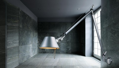 "Stillife - Artemide ""Tolomeo""in coolem Ambiente"