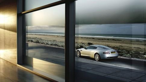 Transportationfoto - Aston Martin DB9 mit Meer im Hintergrund