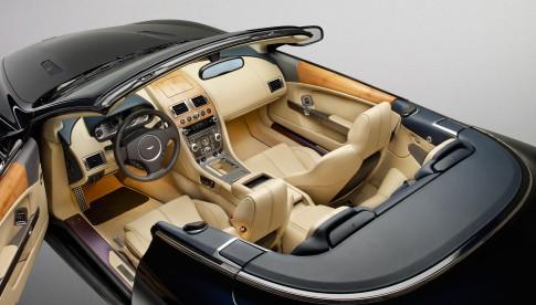 Transportation - Aston Martin DB9 Cabrio offen von oben, Holzdashboard