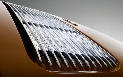 Industriefotografie---Motorhaube-eines-Porsche-911-Targa