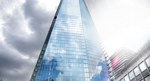 Architektur--Glasgebaeude-Wolkenkratzer---The-Shard--London