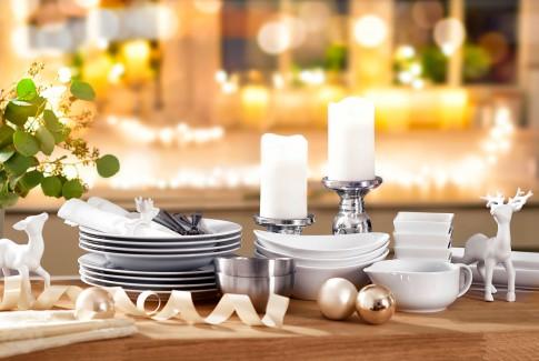 Home/Living/Dekoration - Weisses-Porzelan_Festliche Stimmung-Weihnachten