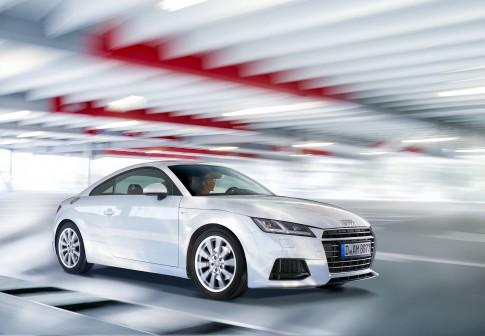 Transportation - Audi-TT weiss Fahraufnahme im Parkhaus_Airport-Duesseldorf