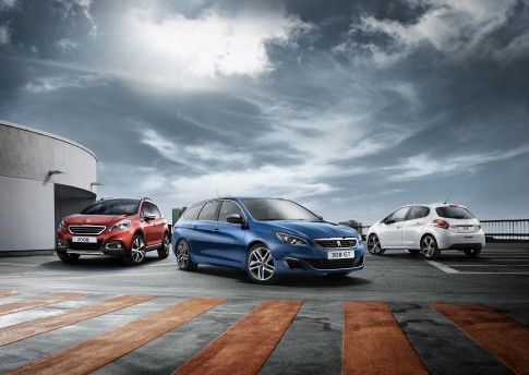 Peugeot_3erRange_Kampagne2016, Modelle 208/2008/308s/w GT Autos auf Parkdeck