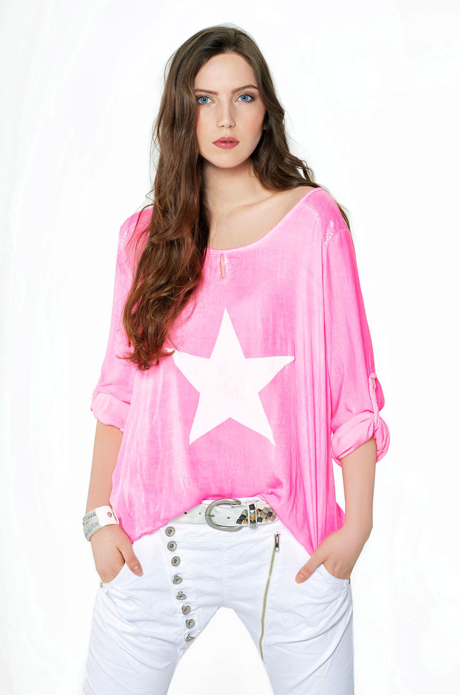 madonna people fashion shoot pinkfarbenes t shirt mit