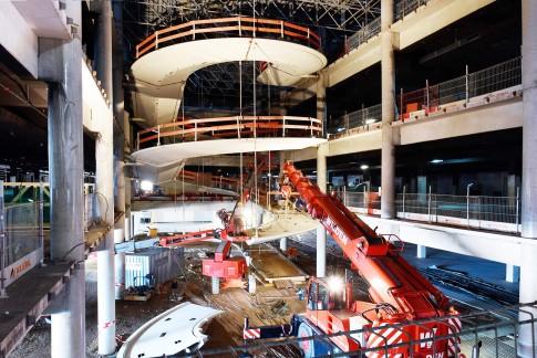 Industriefotografie---Bau-Industrie--Einbau-eines-Spindeaufganges
