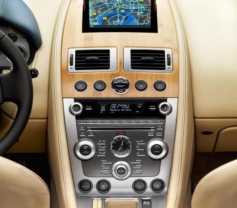 Stillife - Aston-Martin-DB9 Console Holz-Lederoptik, beige_Borho Fotografie
