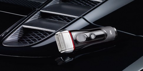 Stillife - Braun-Rasierer Series5 auf Motorhaube-Audi-R8_Thomas Borho Fotografie