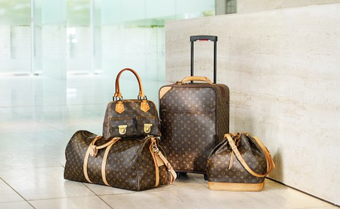 Stillife - Louis-Vuitton Koffer/Taschen-Set vor mpfangstresen_Inside-Hotel-Duesseldorf