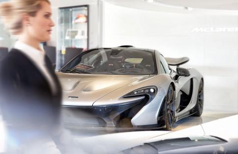 Firmenportraits---McLaren-P1-in-Showroom