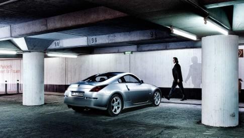 Transportation - Silberner Nissan Z350 in Parkhaus, Borho-Fotografie