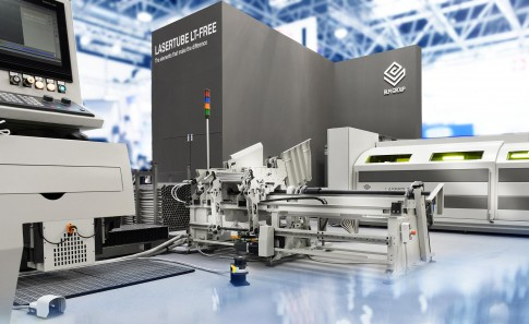 Industriefotografie---BLM-GROUP--Rohrkruemmeranlage-Messe-wire&Tube2018
