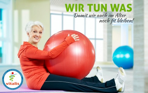 Fitness im Alter - Vitalis Marketingkampagne  -  Seniorin mit Gymnastikball