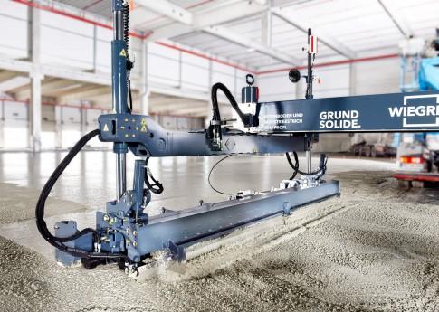 Industriefotografie---Betoniermaschine-mit-Lasertechnik-im-Einsatz--Fa.Wiegrink-Bottrop